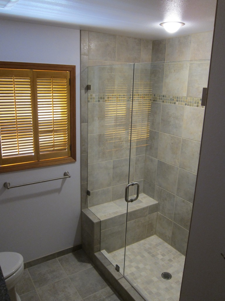 Superieur This Custom Shower Features A Comfortable Bench And A Frameless Hinged  Shower Glass.